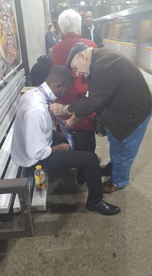 Random act of kindness: de oude man en de stropdas