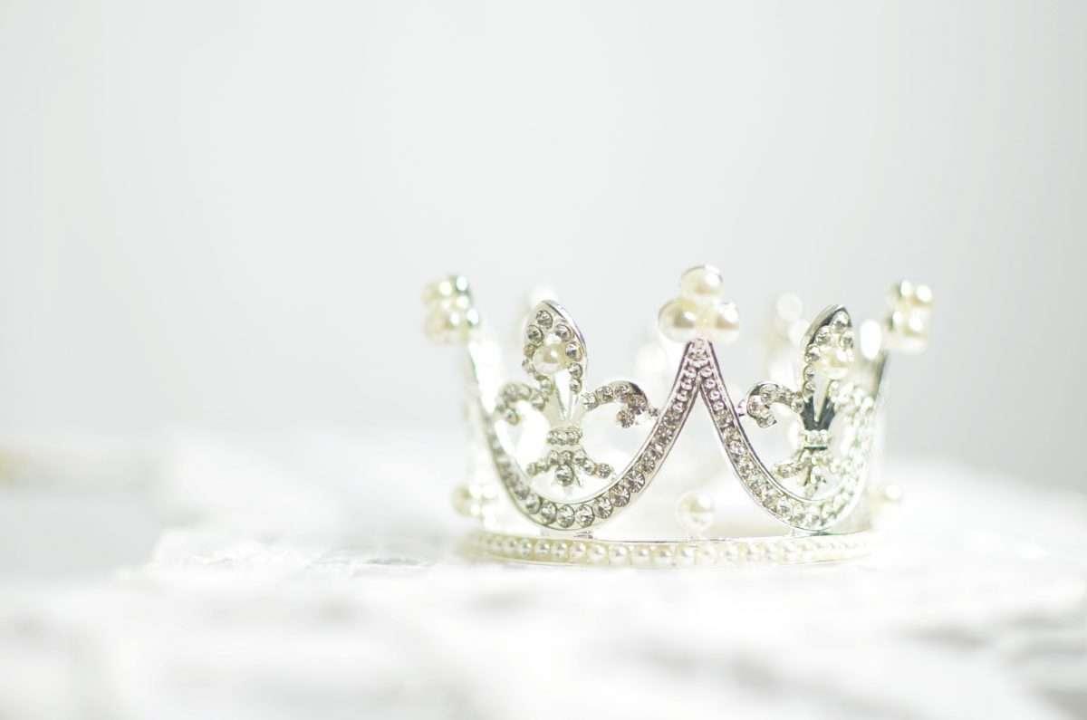 Vrouw die 'monster' werd genoemd vanwege haar moedervlekken maakt kans op Miss Universe-titel