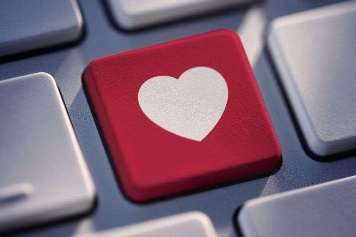 Na een megatraag Tinder-gesprek bemoeit Tinder zich met deze romance